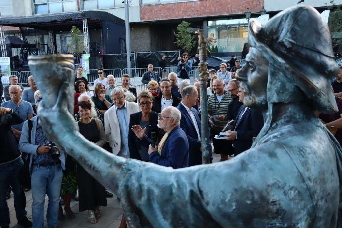 Widzieliście już pomnik Częstocha na Starym Rynku? 4