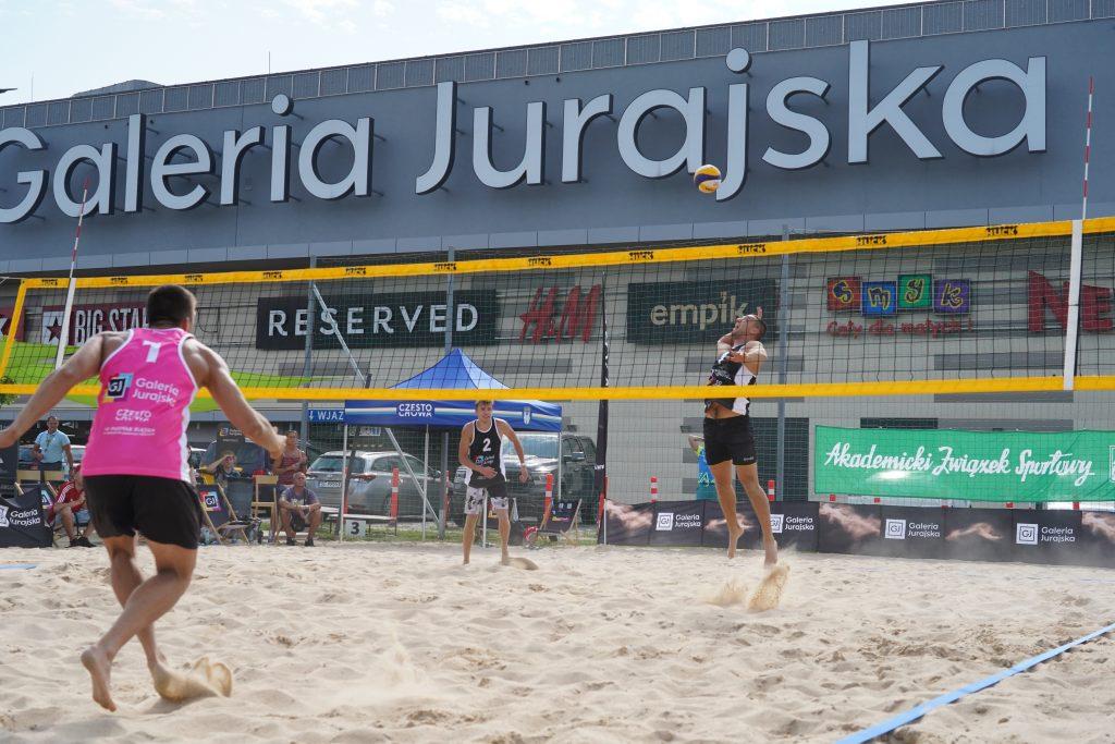 Siatkarze AZS Częstochowa Aleksander Niczke i Jakub Wierciński wygrali Puchar Śląska w siatkówce plażowej 3