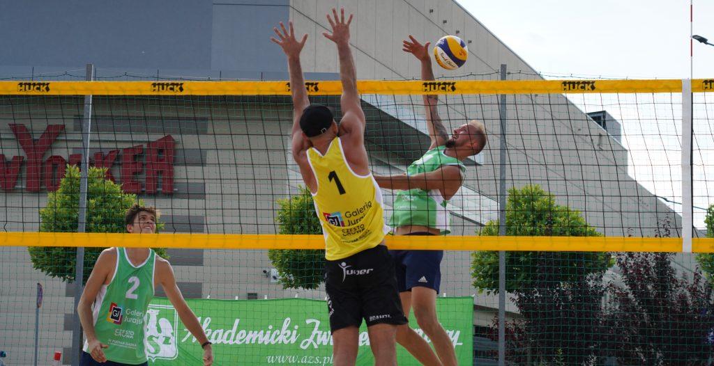 Siatkarze AZS Częstochowa Aleksander Niczke i Jakub Wierciński wygrali Puchar Śląska w siatkówce plażowej 2