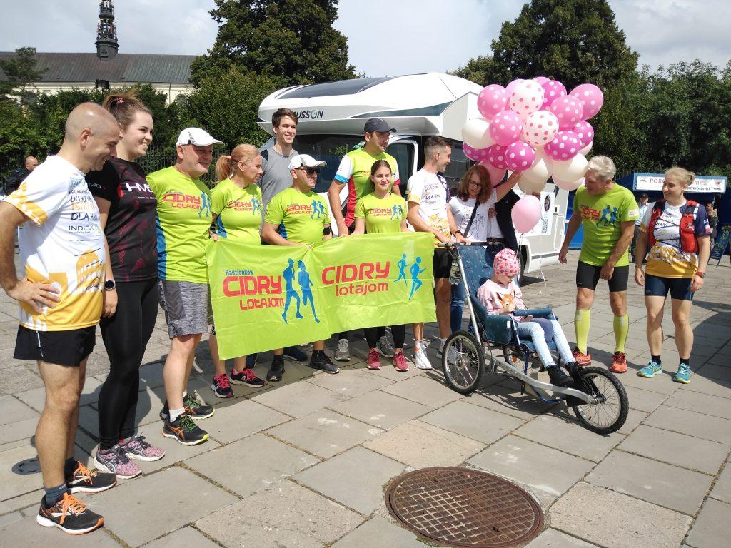 Z Częstochowy do Rzymu. 23-latek przebiegnie 1500 kilometrów, aby zbierać fundusze na leczenie 8-latki 10