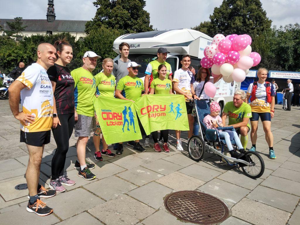 Z Częstochowy do Rzymu. 23-latek przebiegnie 1500 kilometrów, aby zbierać fundusze na leczenie 8-latki 11