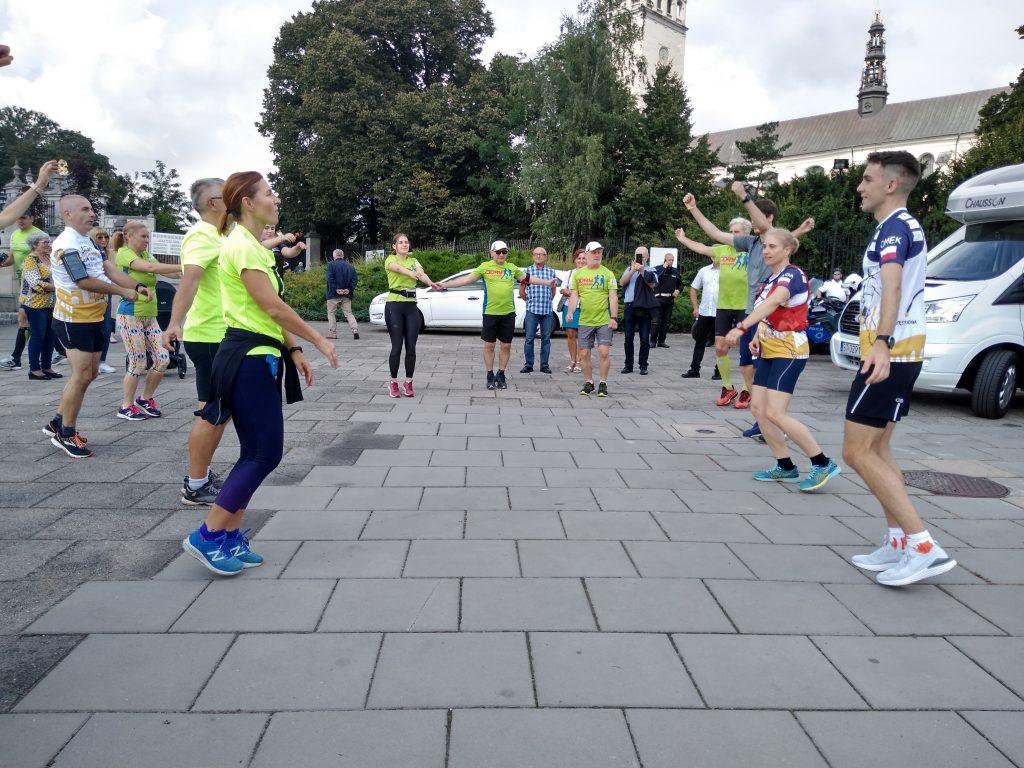 Z Częstochowy do Rzymu. 23-latek przebiegnie 1500 kilometrów, aby zbierać fundusze na leczenie 8-latki 12