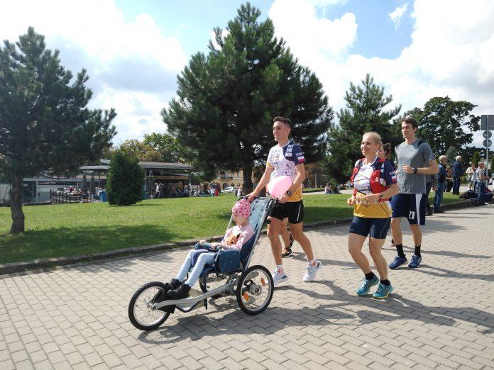 Z Częstochowy do Rzymu. 23-latek przebiegnie 1500 kilometrów, aby zbierać fundusze na leczenie 8-latki 16