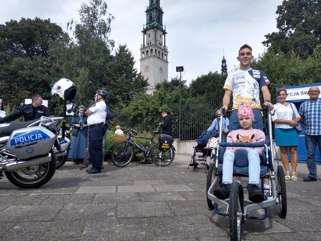 Z Częstochowy do Rzymu. 23-latek przebiegnie 1500 kilometrów, aby zbierać fundusze na leczenie 8-latki 5