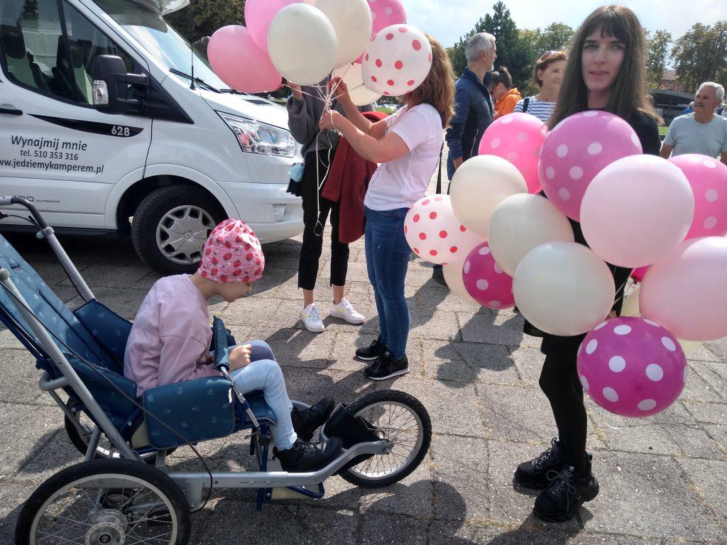 Z Częstochowy do Rzymu. 23-latek przebiegnie 1500 kilometrów, aby zbierać fundusze na leczenie 8-latki 7