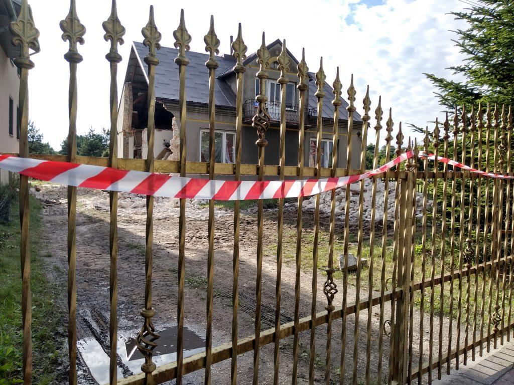 Lokatorzy domu w Popowie, w którym zawaliła się ściana mają już nowe lokum 1