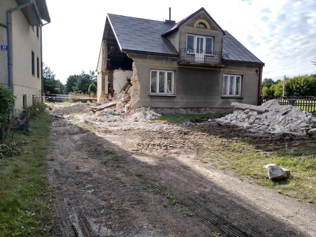 Lokatorzy domu w Popowie, w którym zawaliła się ściana mają już nowe lokum 2