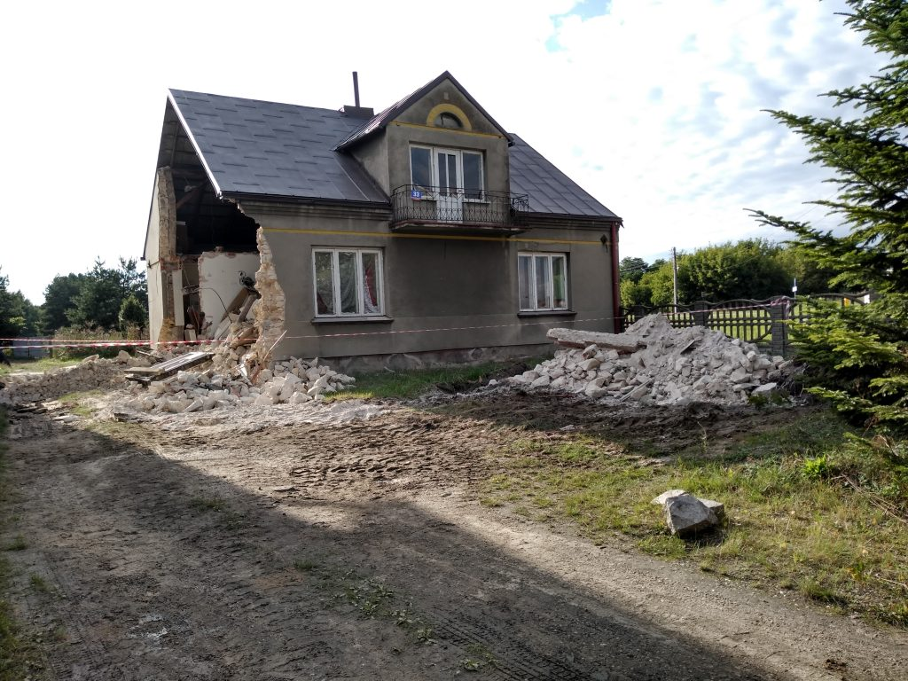 Lokatorzy domu w Popowie, w którym zawaliła się ściana mają już nowe lokum 3