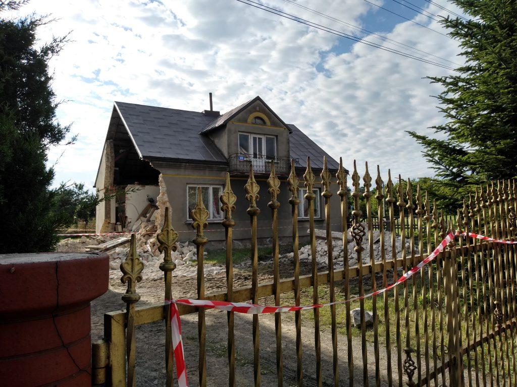 Lokatorzy domu w Popowie, w którym zawaliła się ściana mają już nowe lokum 4