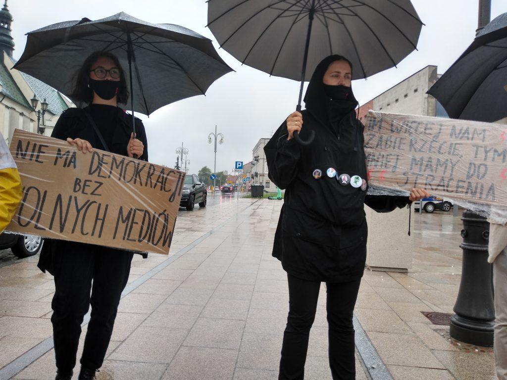W obronie wolnych mediów, a także przecież pomysłom ministra Czarnka 10