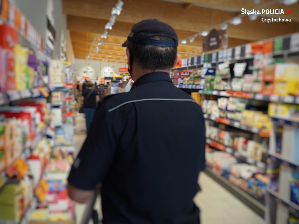 Częstochowscy policjanci apelują o ostrożność, w Polsce nadal jest stan epidemii. 2