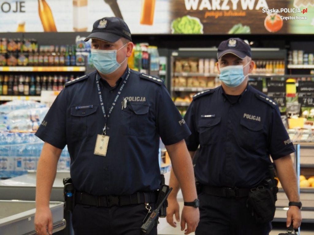 Częstochowscy policjanci apelują o ostrożność, w Polsce nadal jest stan epidemii. 6
