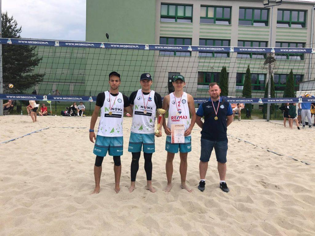 Najlepszy sezon częstochowskich siatkarzy plażowych w historii. 3 pary w finale mistrzostw Polski juniorów. Pośpiech i Świeboda na wysokim 7. miejscu MP! 8