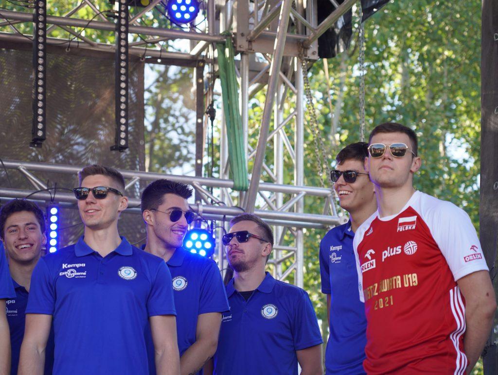 Trener Piotr Gruszka przedstawił swoich siatkarzy z Exact Systems Norwid podczas Festiwalu Kolorów. Prezentacja drużyny wypadła...kolorowo 13