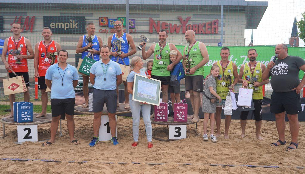 Oldboje rywalizowali w otwartych mistrzostwach Częstochowy w siatkówce plażowej 1