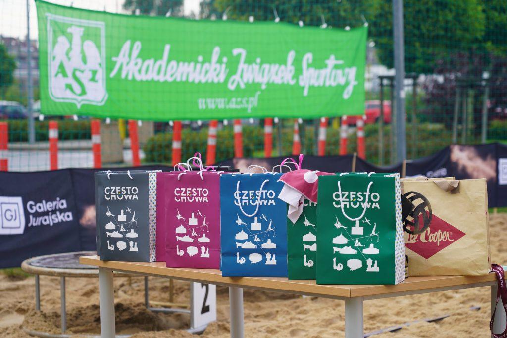 Oldboje rywalizowali w otwartych mistrzostwach Częstochowy w siatkówce plażowej 8