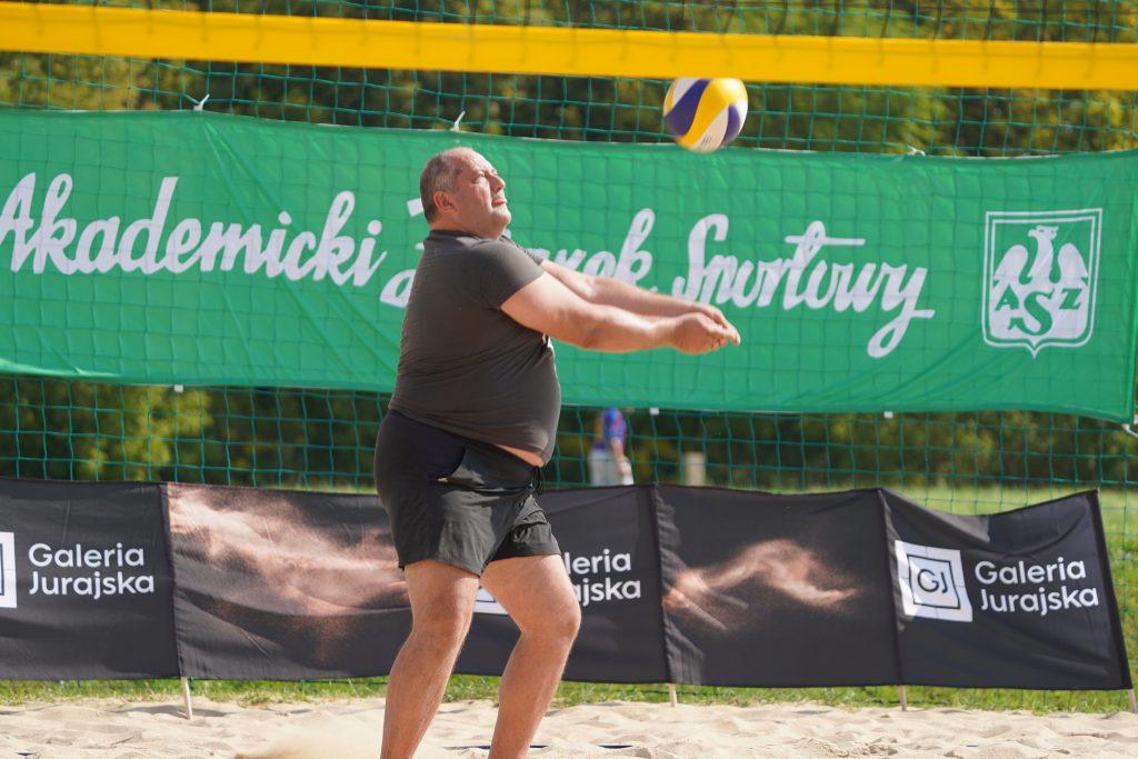Oldboje rywalizowali w otwartych mistrzostwach Częstochowy w siatkówce plażowej 11