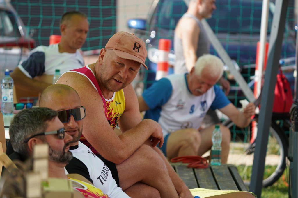 Oldboje rywalizowali w otwartych mistrzostwach Częstochowy w siatkówce plażowej 12