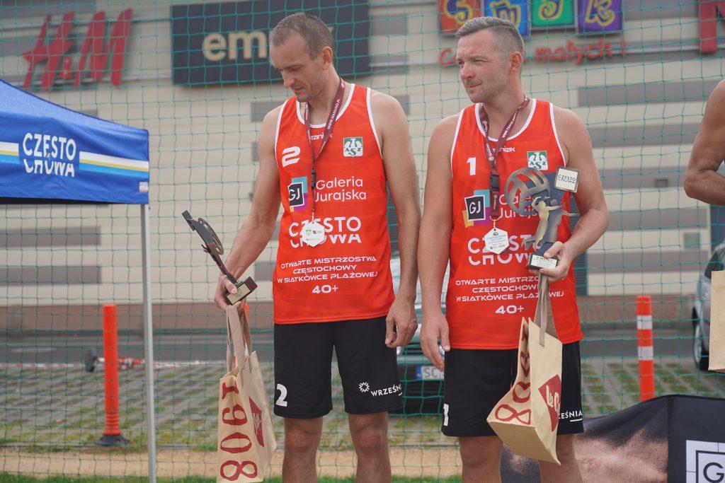 Oldboje rywalizowali w otwartych mistrzostwach Częstochowy w siatkówce plażowej 4