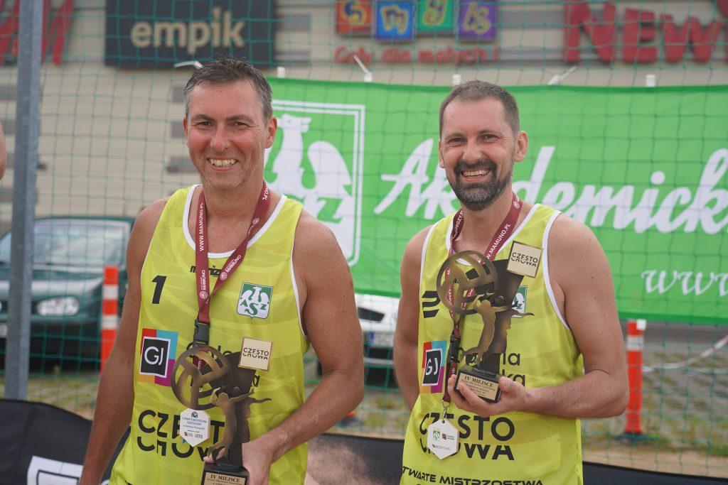 Oldboje rywalizowali w otwartych mistrzostwach Częstochowy w siatkówce plażowej 6