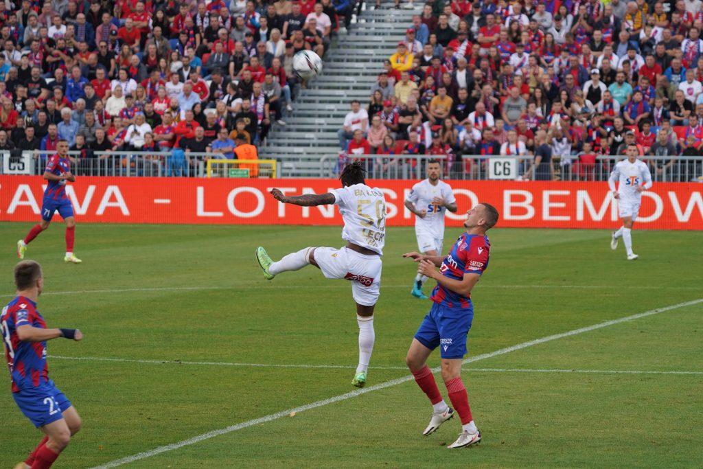 Raków mógł wygrać z Lechem Poznań, ale drużyny podzieliły się punktami... 10