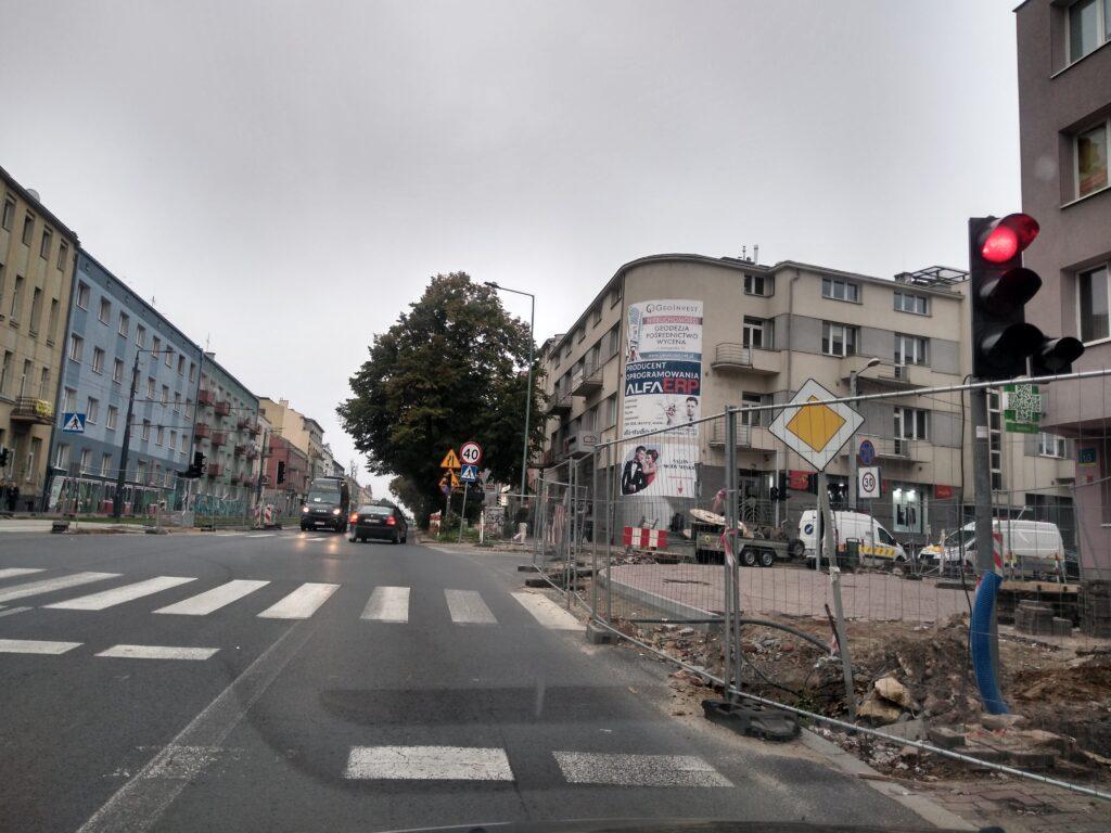 Skrzyżowanie Jasnogórskiej i Kościuszki ma być przejezdne do końca września - zapewnia MZD. To kolejny termin zakończenia tam prac 1
