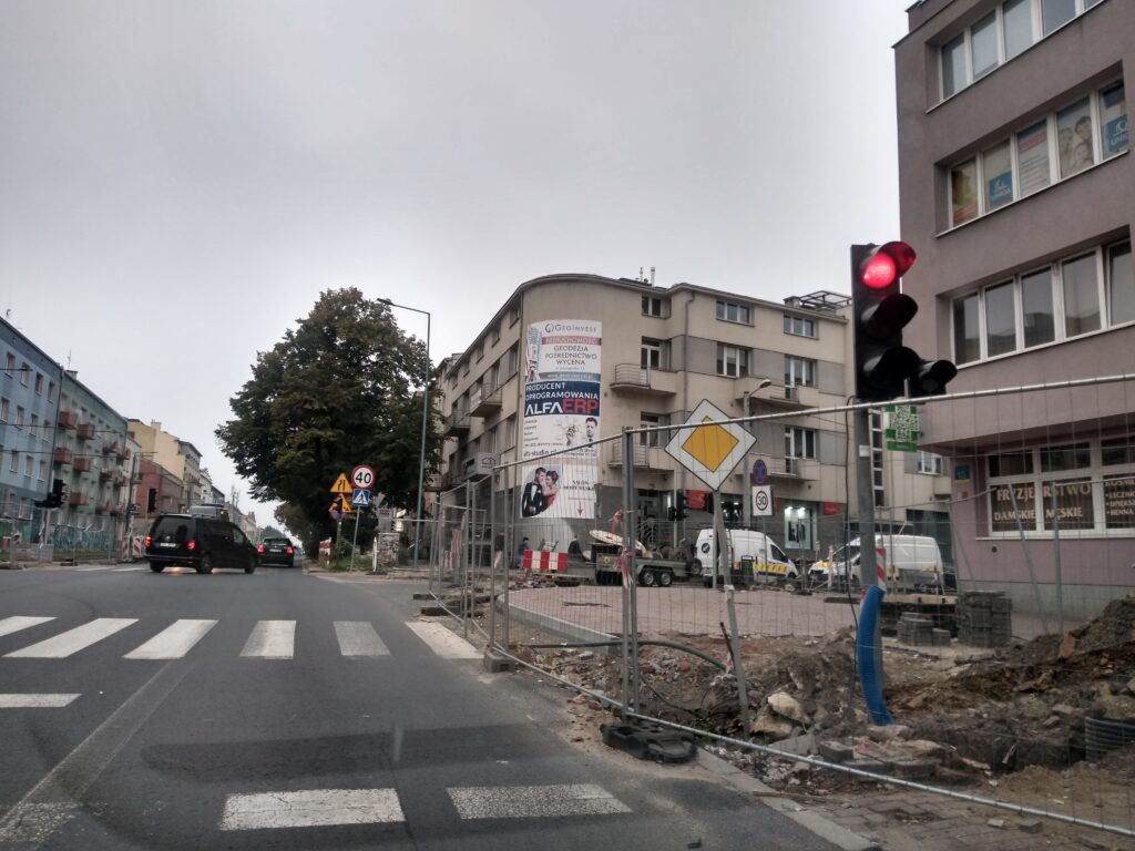 Skrzyżowanie Jasnogórskiej i Kościuszki ma być przejezdne do końca września - zapewnia MZD. To kolejny termin zakończenia tam prac 2