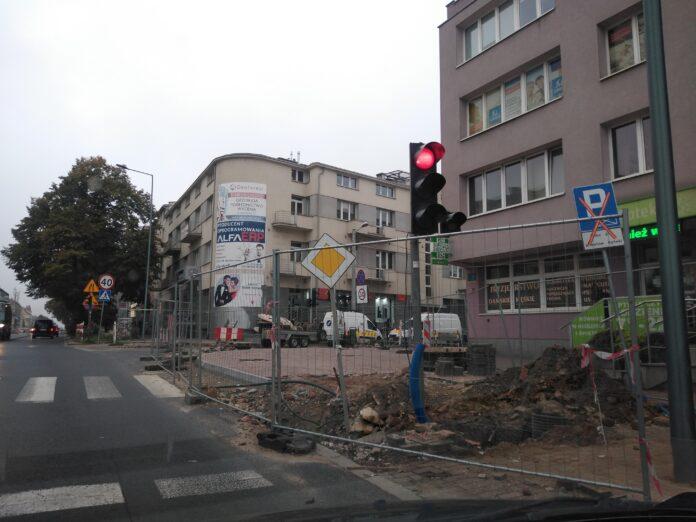 Skrzyżowanie Jasnogórskiej i Kościuszki ma być przejezdne do końca września - zapewnia MZD. To kolejny termin zakończenia tam prac 5