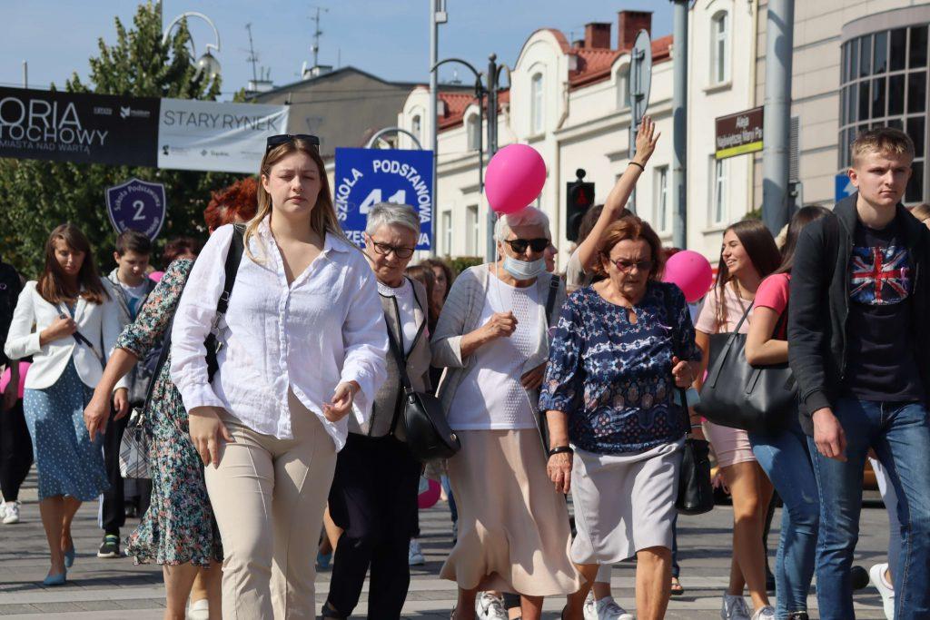 Przeszli ulicami Częstochowy, aby promować profilaktykę chorób nowotworowych 8