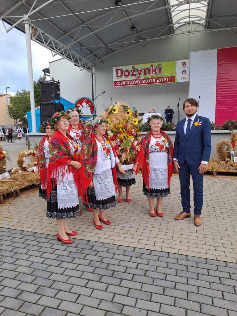 Nagrodzona rolniczka z Suliszowic podczas Powiatowych Dożynek w Koziegłowach 1