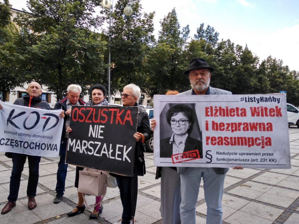 """Marszałek Witek w Częstochowie. Protesty przed """"Sienkiewiczem"""" 8"""