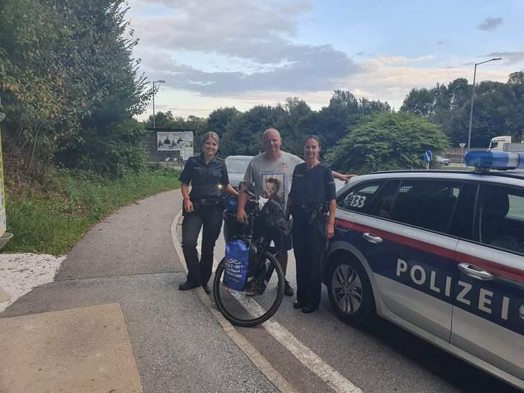 Przejechał na rowerze półtora tysiąca kilometrów, aby pomóc choremu dziecku 13