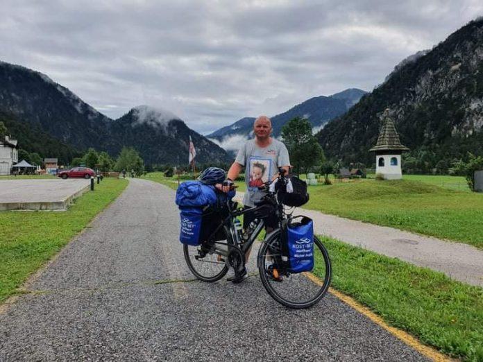Przejechał na rowerze półtora tysiąca kilometrów, aby pomóc choremu dziecku 17