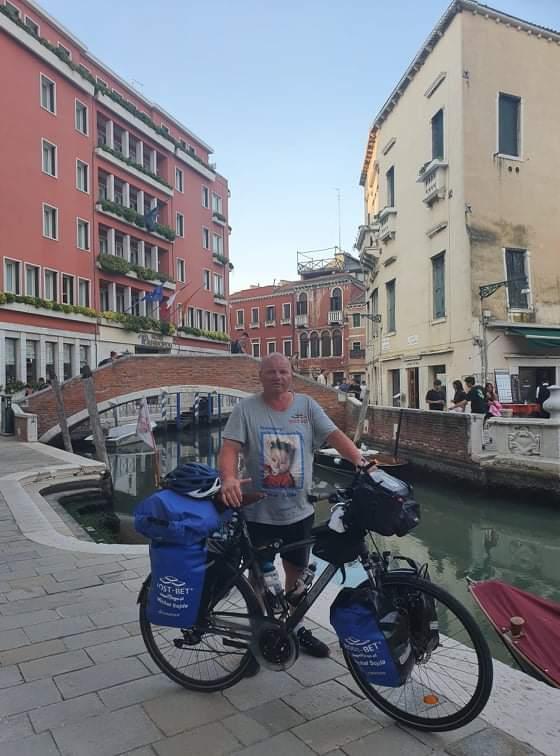 Przejechał na rowerze półtora tysiąca kilometrów, aby pomóc choremu dziecku 2