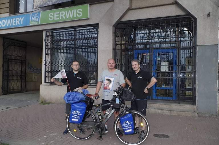 Przejechał na rowerze półtora tysiąca kilometrów, aby pomóc choremu dziecku 4
