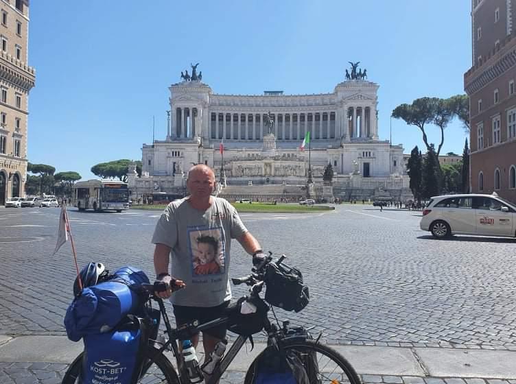 Przejechał na rowerze półtora tysiąca kilometrów, aby pomóc choremu dziecku 15