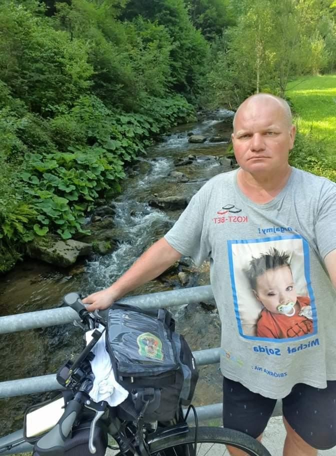Przejechał na rowerze półtora tysiąca kilometrów, aby pomóc choremu dziecku 6