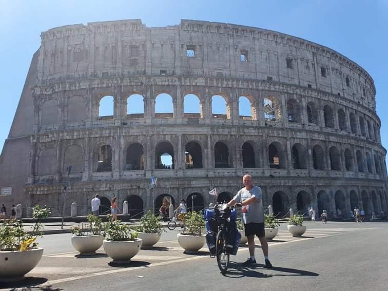 Przejechał na rowerze półtora tysiąca kilometrów, aby pomóc choremu dziecku 11