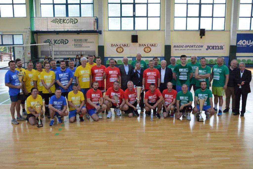Wiceprezydent Częstochowy, burmistrzowie z Żarek i wójt ze Mstowa na podium turnieju siatkarskiego 1