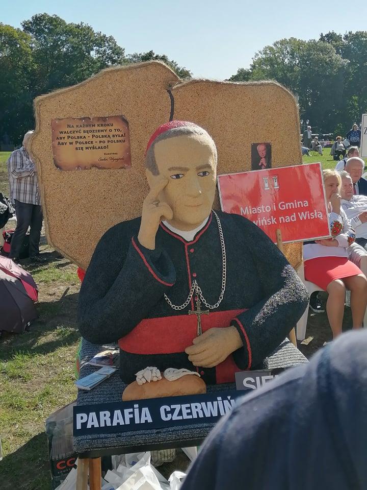 Jasna Góra. Delegacje z całej Polski prezentują dożynkowe wieńce 11
